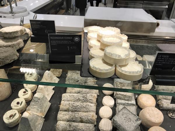 日本だと気軽に食べられない牛以外のチーズも沢山あります。