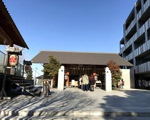 赤城神社は隈研吾さんの設計です。